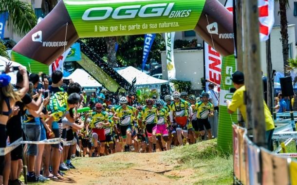 Ciclistas desafiam limites do corpo em prova de 12 horas que completa 20 anos