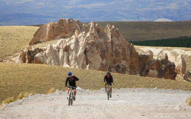 Video MTB Tours na Patagônia dos Vales e Vulcões